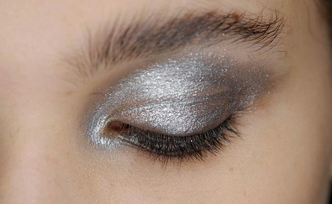 Metallic Silver Eye Makeup: Holiday Trend