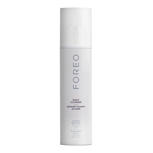 Closeup   foreo cleansers product woman 02 tif 20150924 web