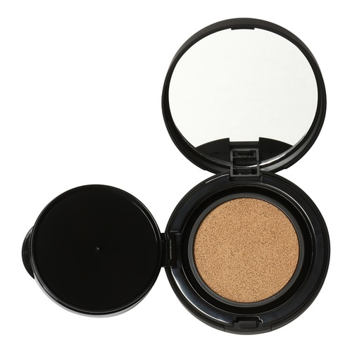 Closeup   tinted moisture cushion cc 2
